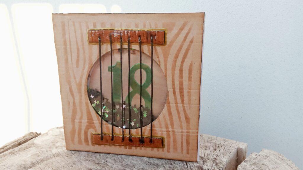 Shaker card per 18esimo compleanno con chitarra acustica