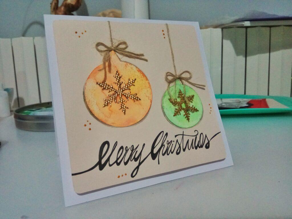 Card natalizia con ornamenti
