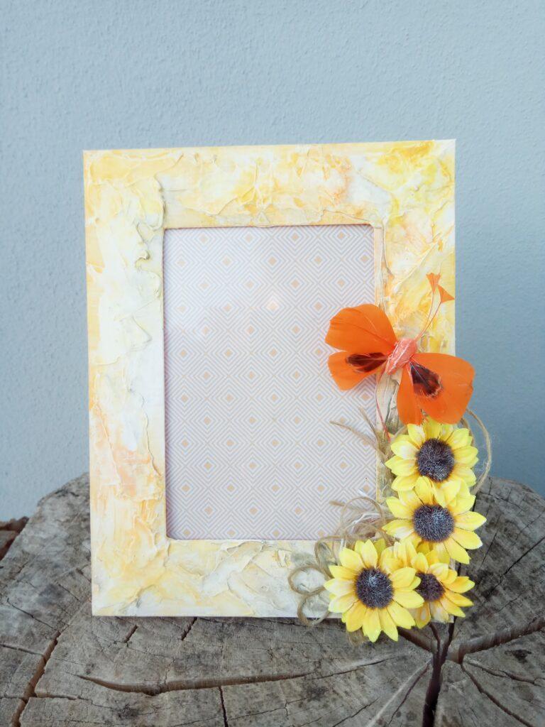 Cornice portafoto con girasoli e farfalla