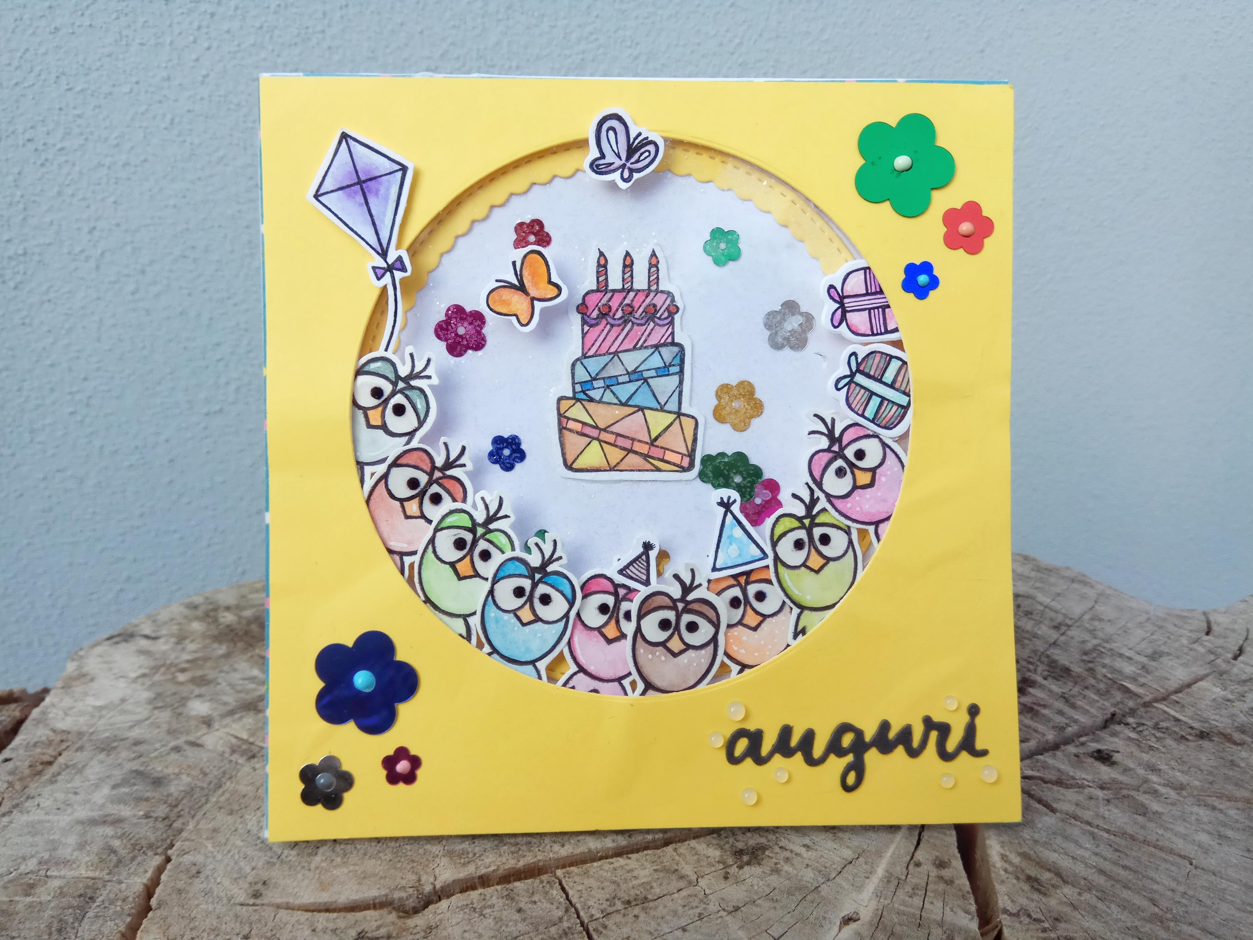 Shaker card di compleanno gialla con pulcini.