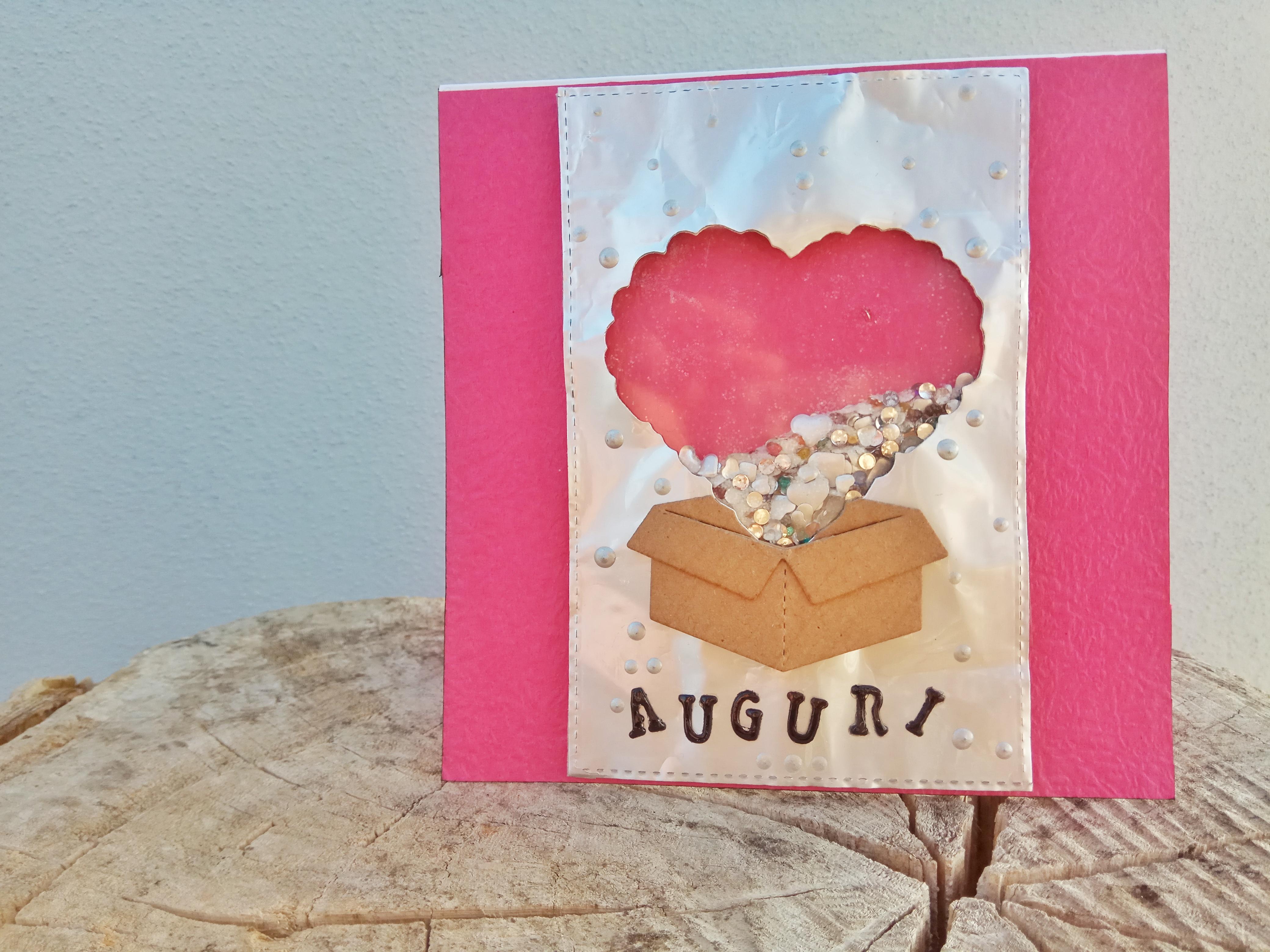 Shaker card di auguri con cuori che escono da una scatola