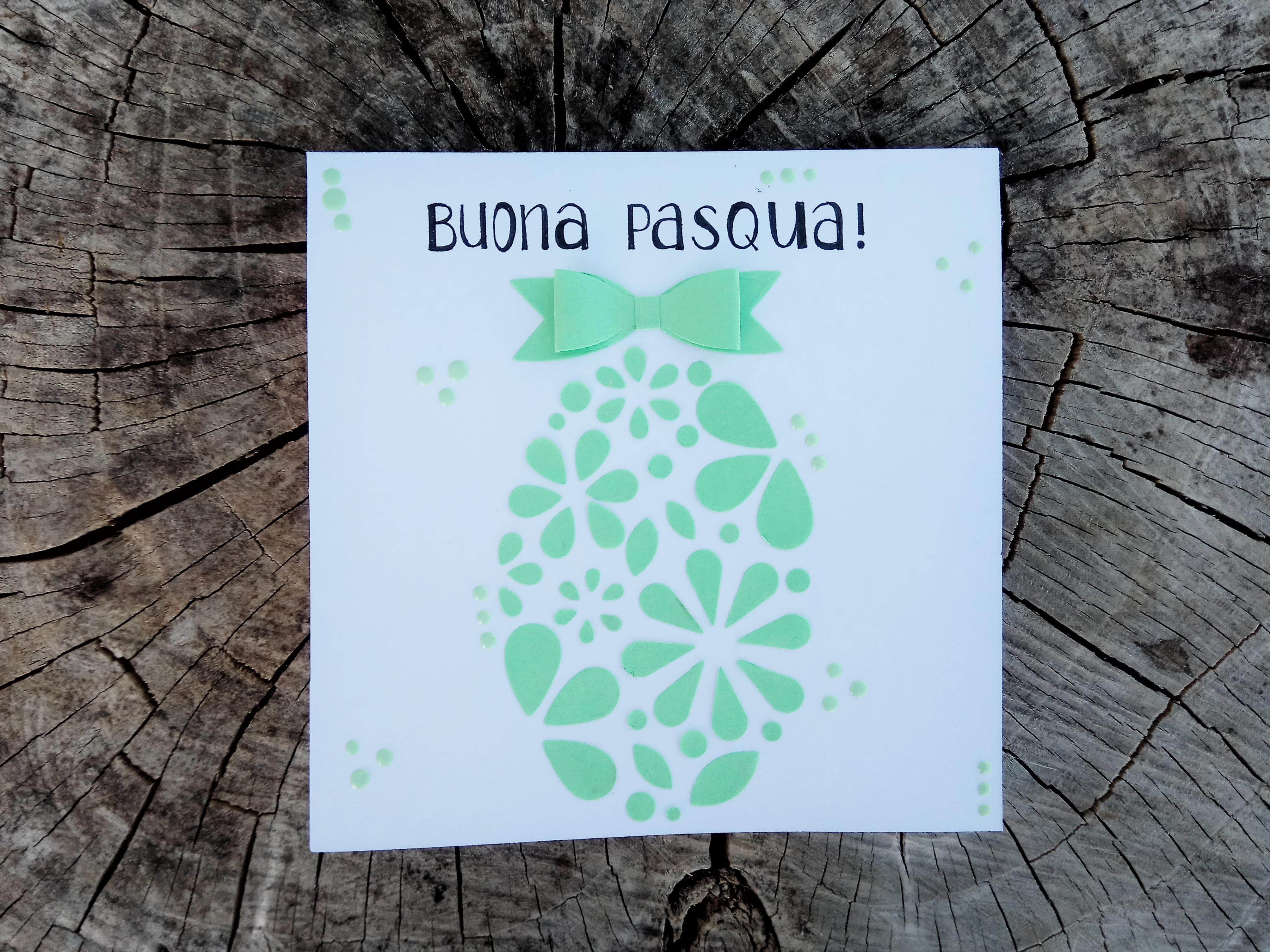 Card di Pasqua con uovo stilizzato e toni color pastello