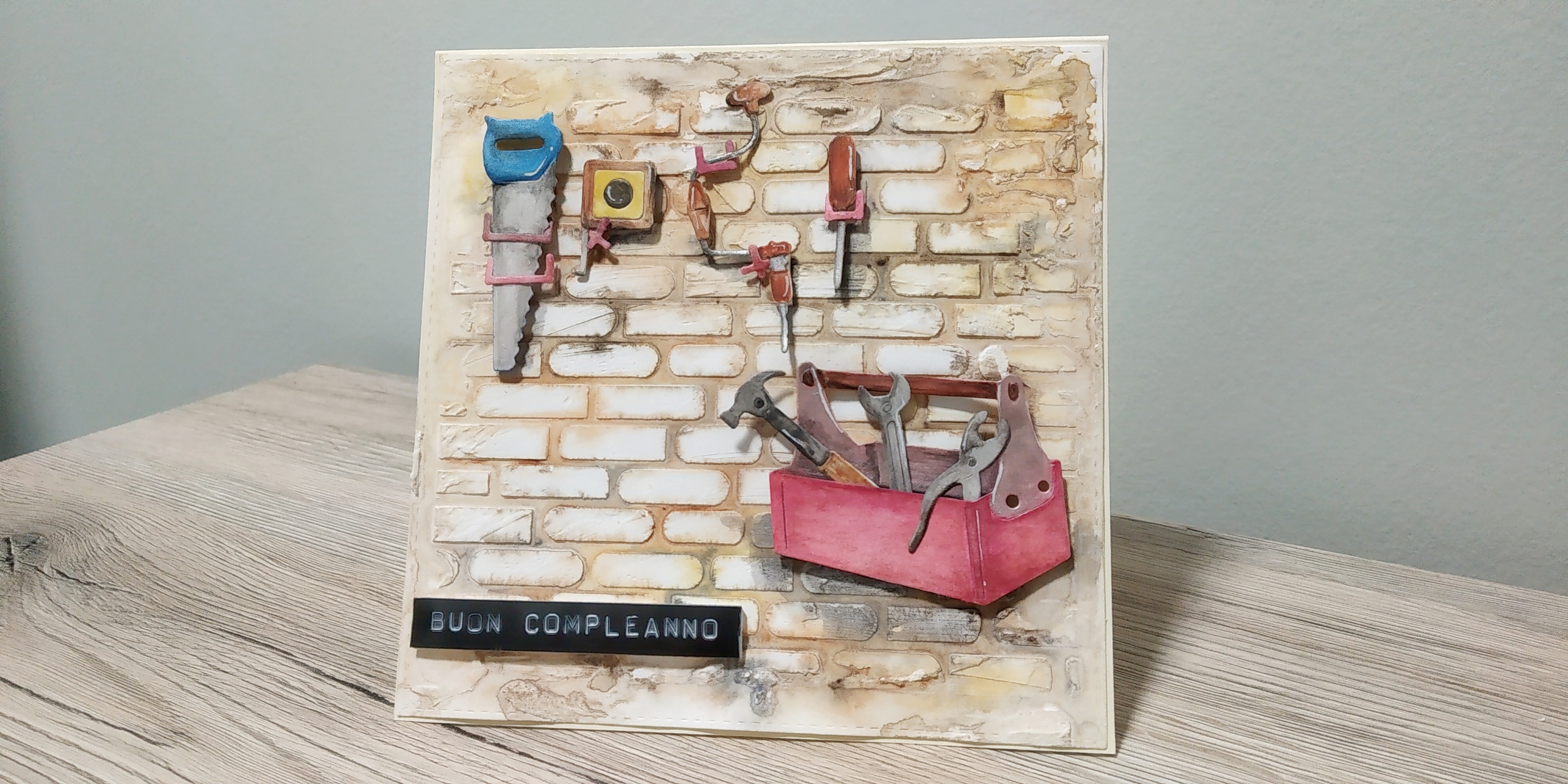 Card di compleanno a tema bricolage
