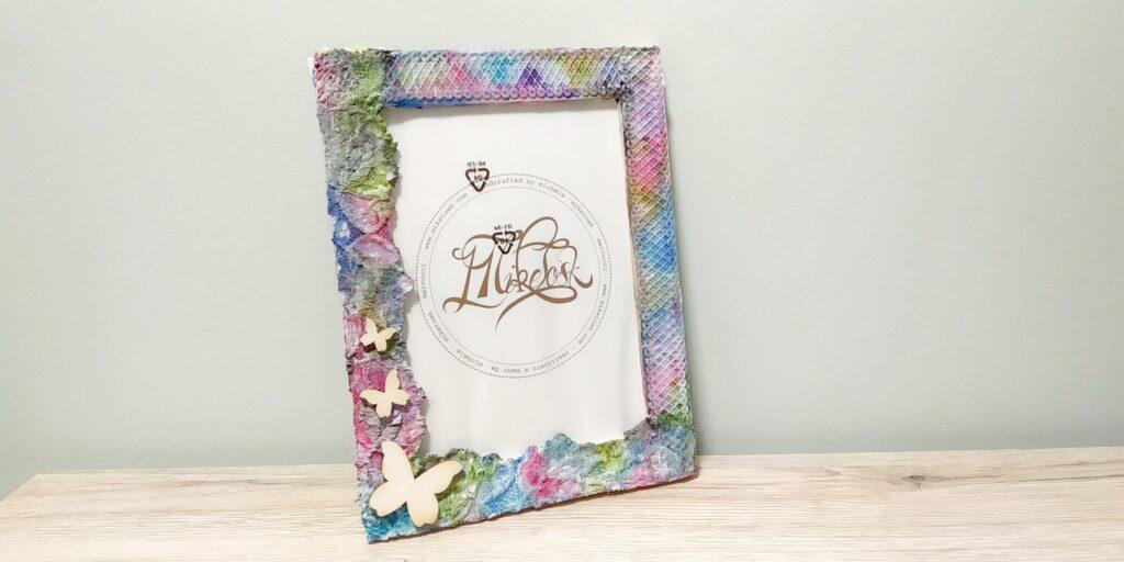 Cornice portafoto 13×18 con merletti e farfalle in legno